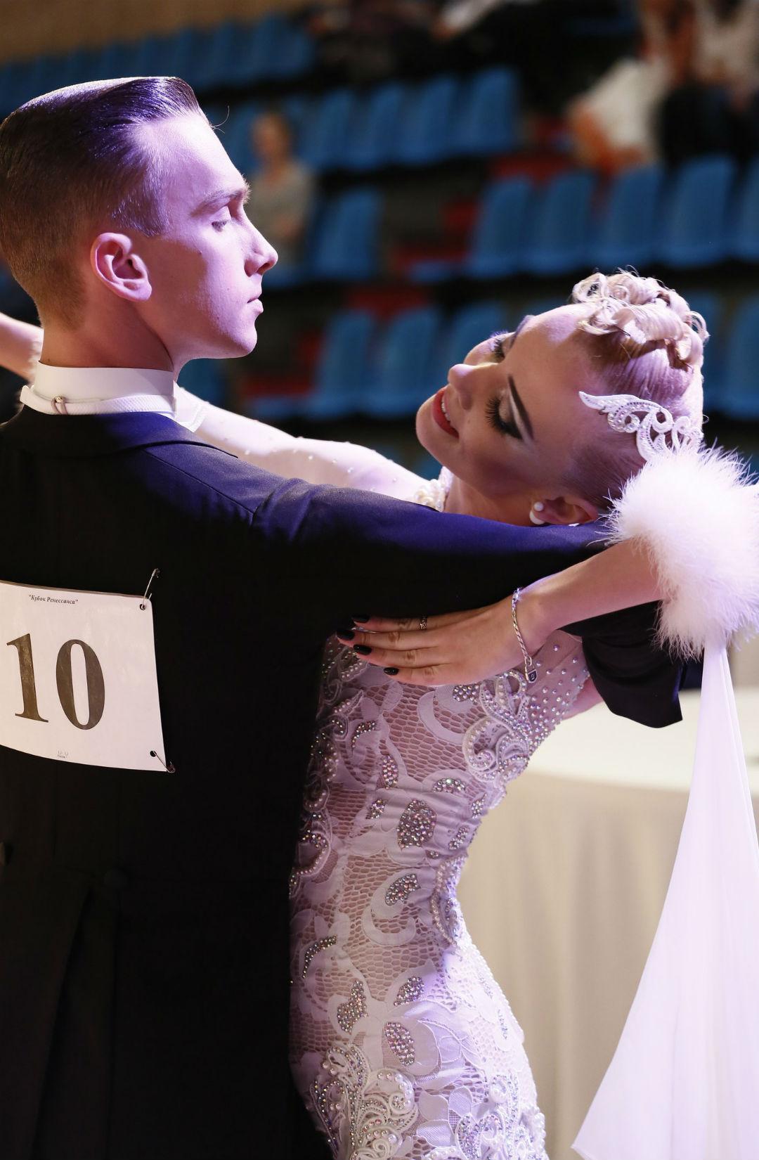 Прическа бальные танцы фото 2018 первенство федерации